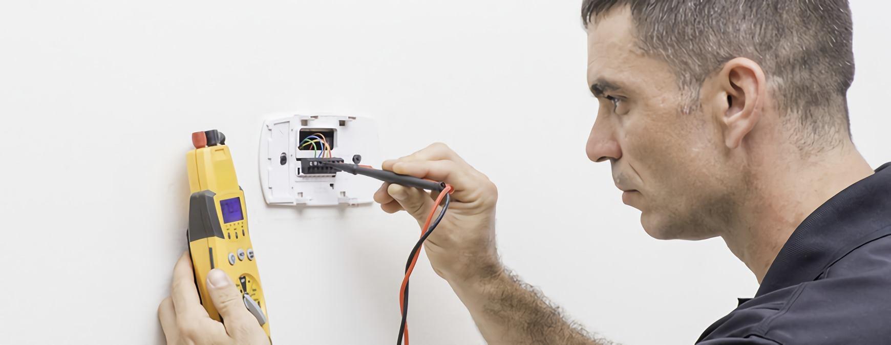 hvac technician wiring thermostat