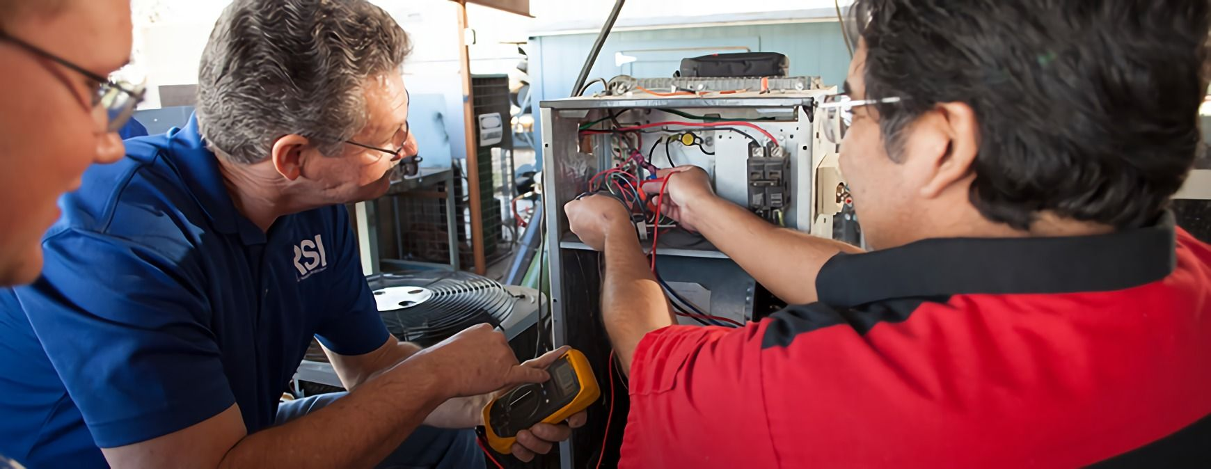 students learning HVAC